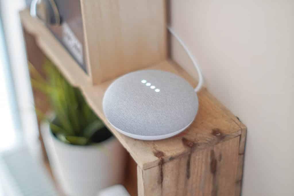 Google Home Mini è lo speaker compatto di Big G
