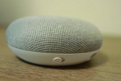 Unico pulsante fisico su Google Home Mini