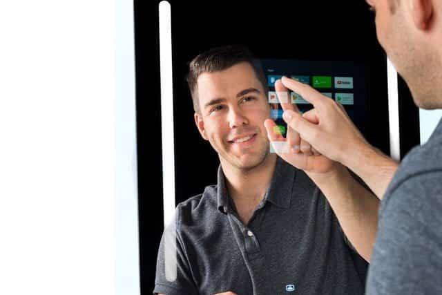 Specchio smart Capstone con Google Assistant | CES 2019