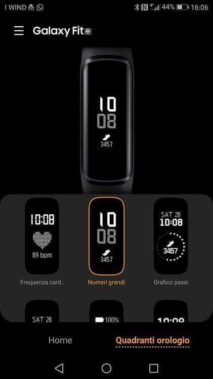 Dall'app Galaxy Wearable è possibile cambiare l'aspetto del display di Galaxy Fit E