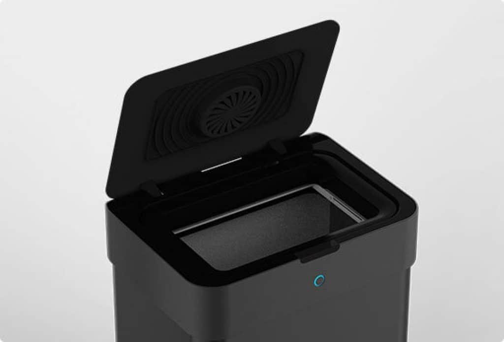 il cestino smart aicool è in grado di aprirsi automaticamente