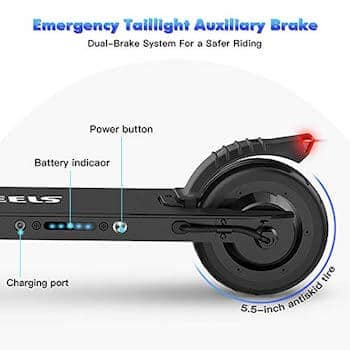 Sul lato sinistro del monopattino sono presenti i LED della batteria, il cavalletto e l'attacco per la ricarica