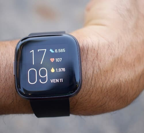 Il display luminoso di Fitbit Versa 2