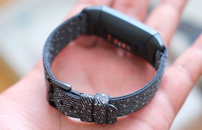 fitbit charge 4 opinioni