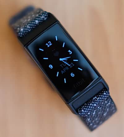 fitbit charge 4 recensione